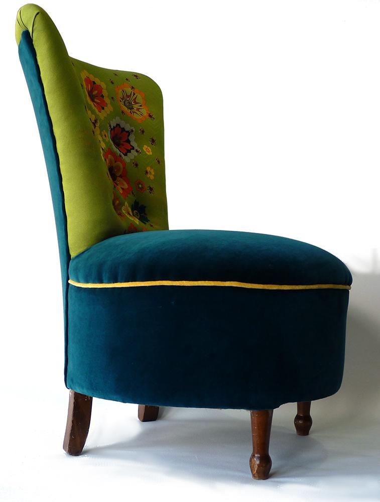 queen bee chair side